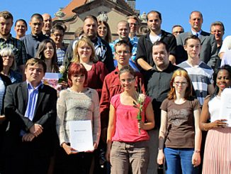 Im Propsteischloss Johannesberg verabschiedete Grümel die erfolgreichen Absolventen der Reha-Ausbildung. Vertreter der Industrie- und Handelskammer Fulda, der Agentur für Arbeit Bad Hersfeld-Fulda und der Beruflichen Schulen gratulierten.
