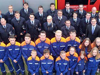 Aufstellung haben die siegreichen Feuerwehren aus Steinau, Leimbach (beide vorne) und Margretenhaun (hinten) beim Landesentscheid in den Feuerwehrleistungen genommen.