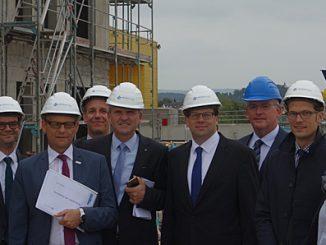 Oberbürgermeister Dr. Wingenfeld, Bürgermeister Wehner und Stadtbaurat Schreiner auf Fuldas größter Baustelle