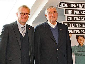 Christel Presber (LandesEhrenamtsagentur Hessen), Staatssekretär Dr. Wolfgang Dippel (CDU), Msgr. Elmar Gurk (Aufsichtsratsvorsitzender der Caritas im Bistum Fulda) sowie Moderator Hermann Diel. (v.l.)