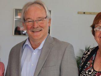 Abschied und Willkommen: Herzlicher Dank von dem Vorstandsvorsitzenden des Werksarztzentrum Fulda e.V., Hans Pfleger, an das langjährige Vorstandsmitglied Christel Hillenbrand (re.) und Begrüßung der Nachfolgerin Alexandra Vogler.