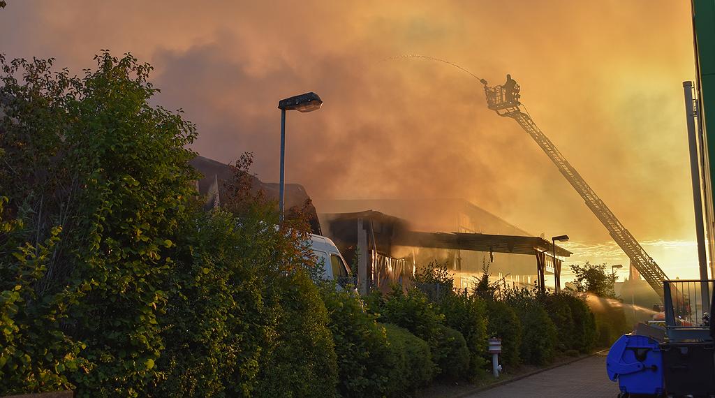 Gleich drei Lagerhallen brannten in Fulda lichterloh