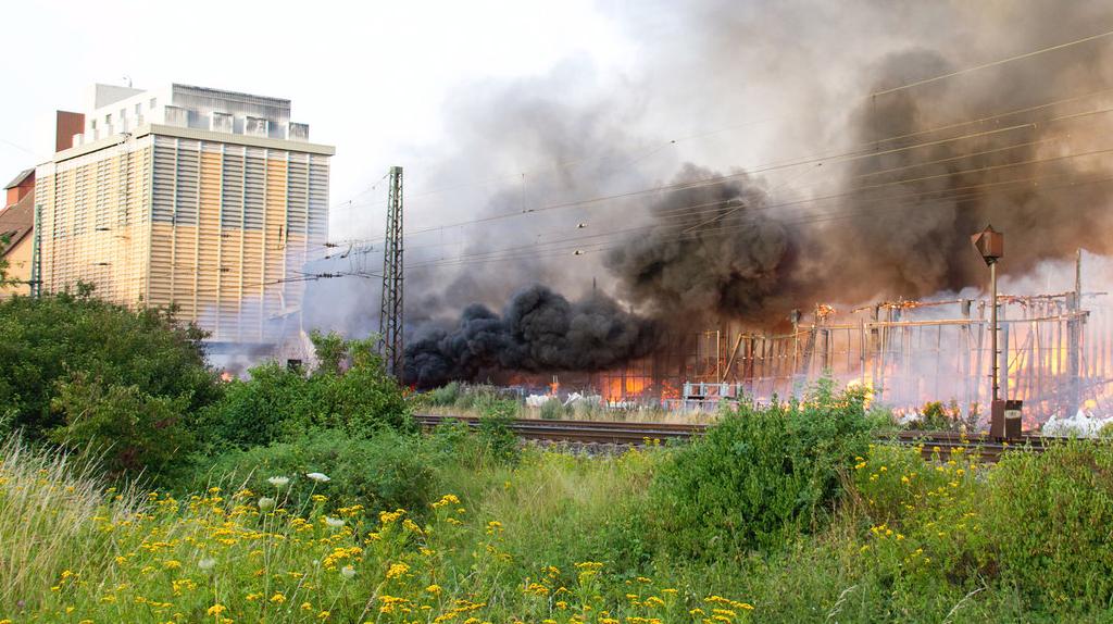 Hünfeld: Warenzentrallager in Flammen